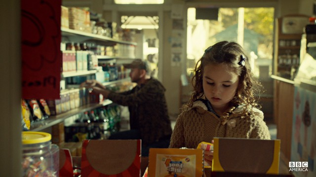 Kira pulls a fast one on the owner of a convenience store. Like mother, like daughter.