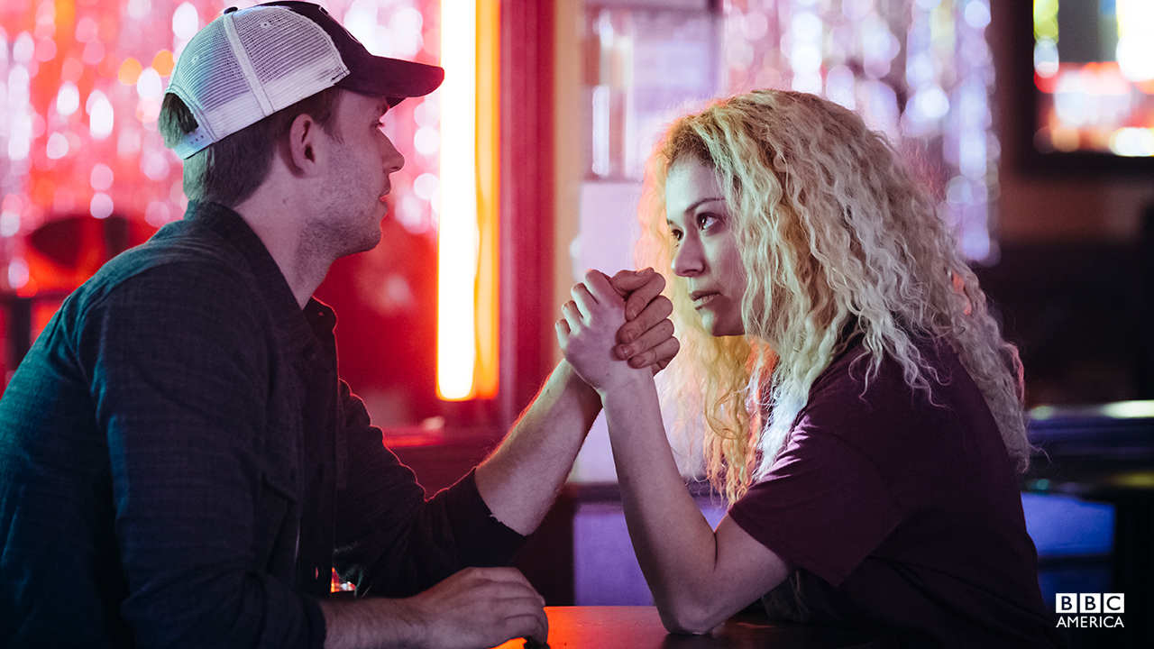 Helena challenges Jesse to an arm wrestling match.