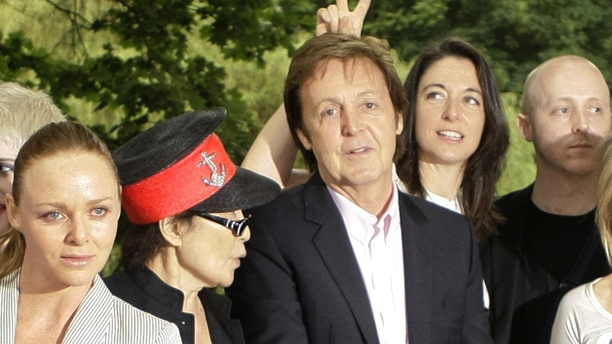 Paul McCartney, center, poses for photographs with his son James, second from right, daughters Mary, third from right, gesturing behind his head, Stella, front, left, Yoko Ono, second from left, and artist Sam Taylor-Wood, right, to launch a new food campaign entitled 'Meat Free Monday' in London, Monday June 15, 2009.  The campaign encourages people to try and help slow climate change by having one meat free day a week.  (AP Photo/Matt Dunham)