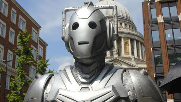 Cyberman at St. Paul's, London (Pic: BBC)
