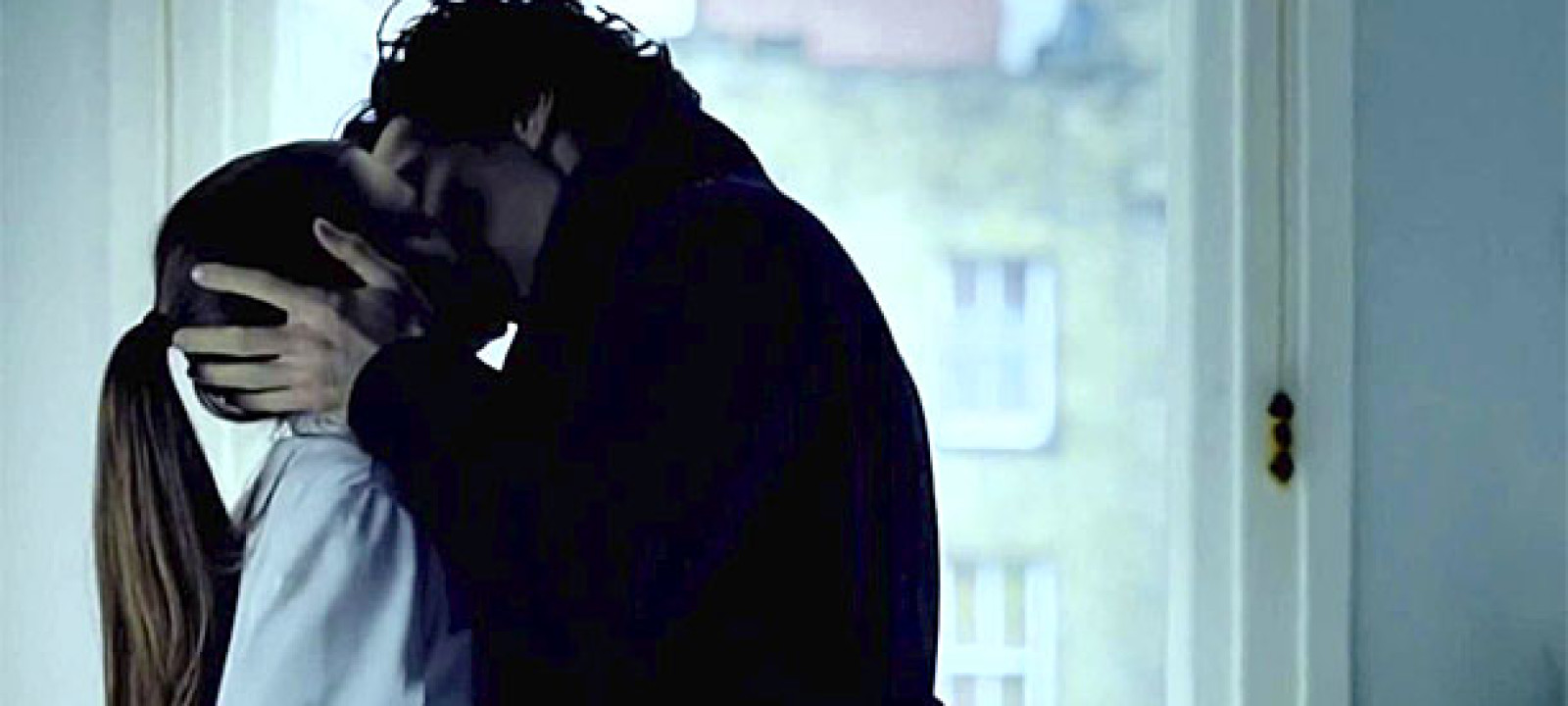 Sherlock and Molly Kiss