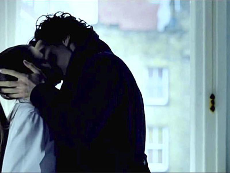 Sherlock and Molly Kiss