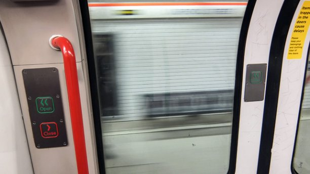 Central Line carriage doors (Pic: Londonist)