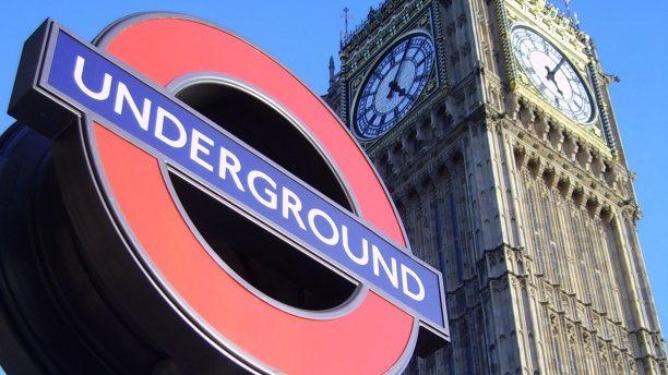 Westminster station roundel (Pic: Pmox/Wikimedia Commons)