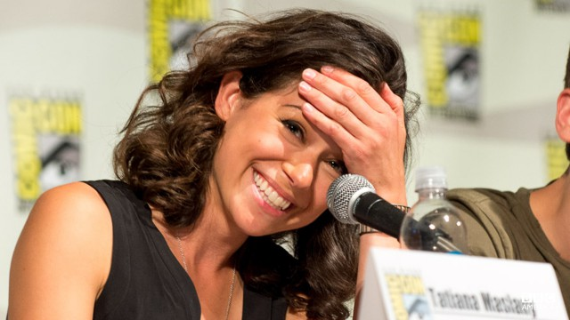 Tatiana received a standing ovation, from fans AND her castmates, when she stepped into Room 6A at the Orphan Black Comic-Con panel.