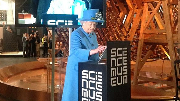 """""""Where would one find this 'hash-tag' I hear so much about?"""" The Queen tweets (Pic: Twitter)"""