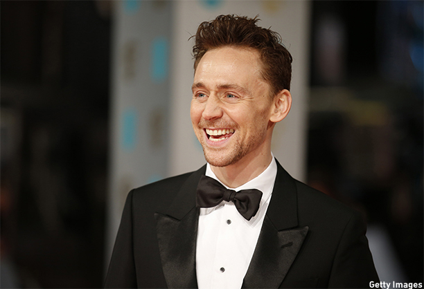 British actor Tom Hiddleston poses for pictures as he arrives on the red carpet for the BAFTA British Academy Film Awards at the Royal Opera House in London on February 8, 2015. AFP PHOTO / JUSTIN TALLIS        (Photo credit should read JUSTIN TALLIS/AFP/Getty Images)