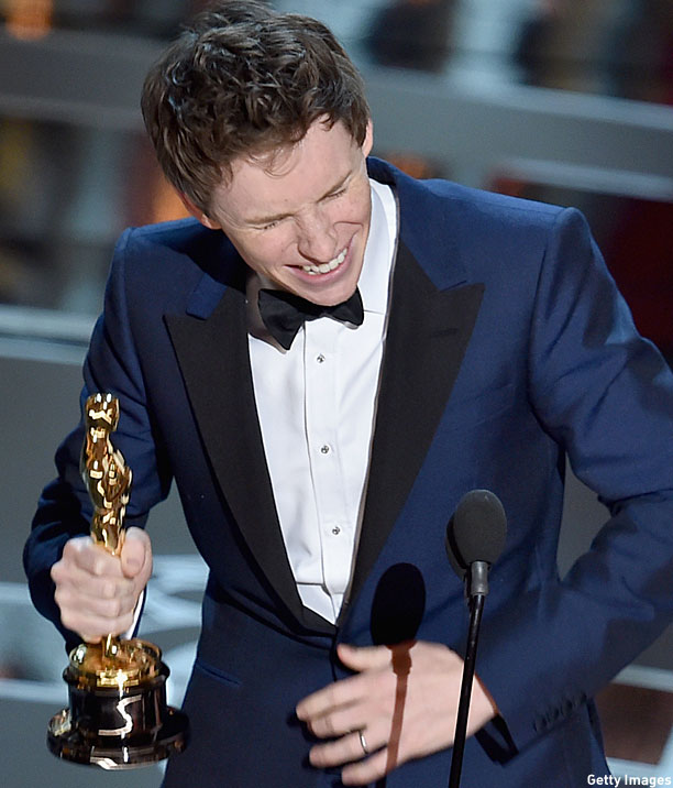 Eddie Redmayne accepts his Oscar (Pic: Kevin Winter/Getty Images)