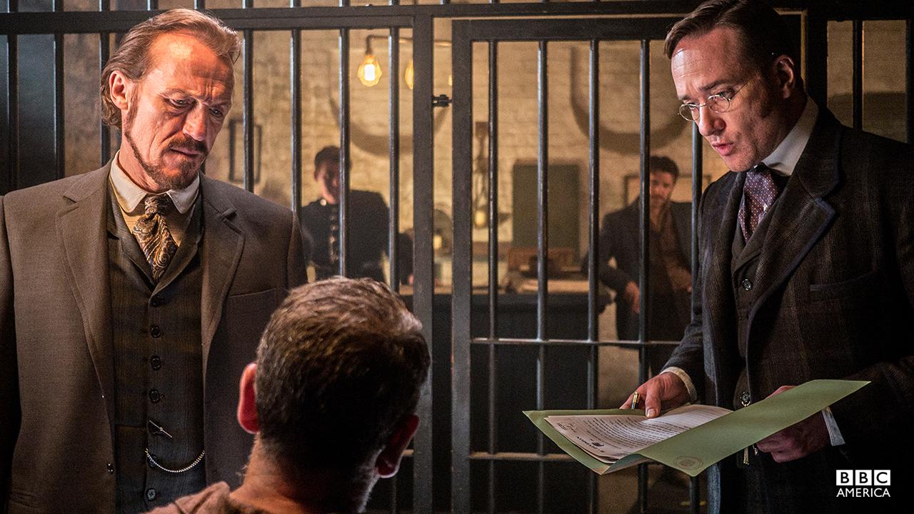 Detective Bennet Drake (Jerome Flynn) and Inspector Edmund Reid (Matthew MacFadyen).