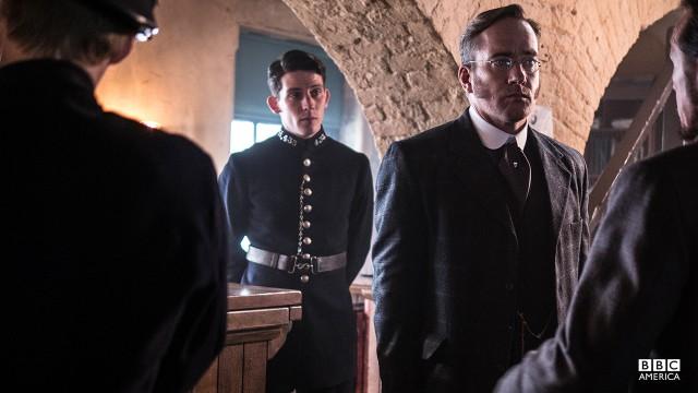 P.C Bobby Grace (Josh O'Connor) and Inspector Edmund Reid (Matthew MacFadyen).