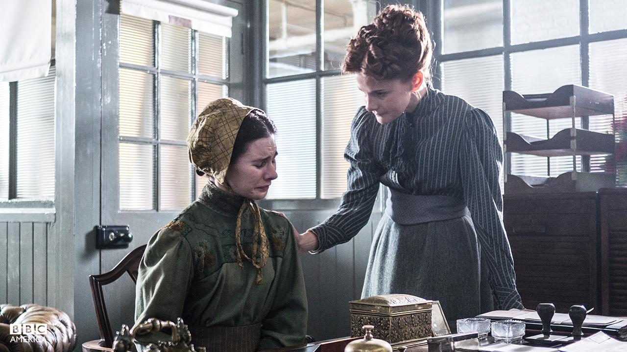 Dr. Amelia Frayn (Louise Brealey).