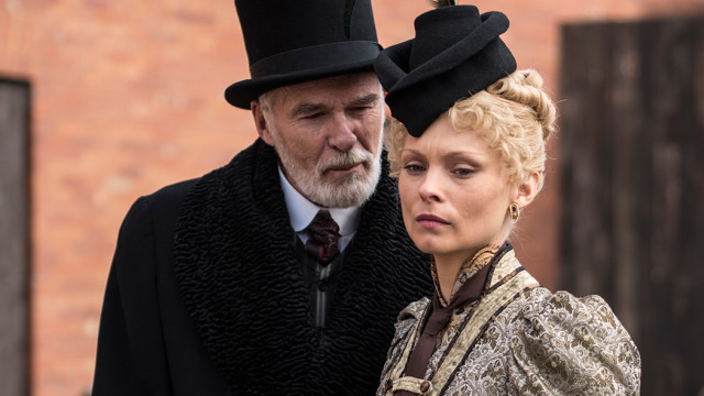 Theodore Swift (Ian McElhinney) and Long Susan (MyAnna Buring).
