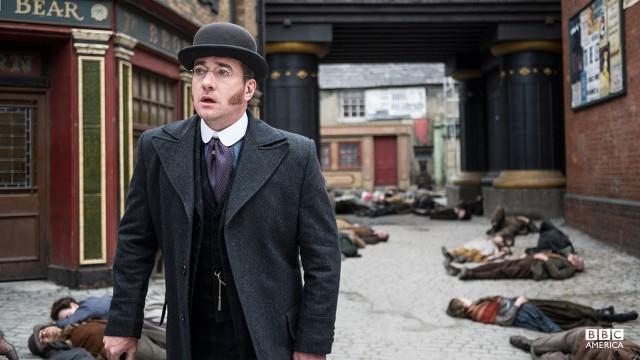 Inspector Edmund Reid (Matthew MacFadyen).