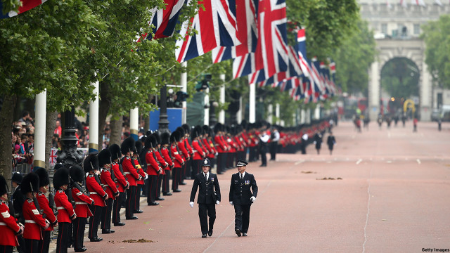 Soldiers line up on the Mall in preparation for the ceremony. (Chris Jackson/Getty Images)