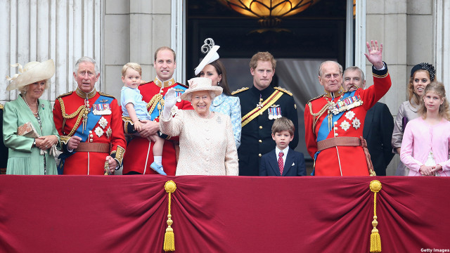 (L-R) Camilla, Duchess of Cornwall, Prince Charles, Prince of Wales, Prince George of Cambridge, Prince William, Duke of Cambridge, Catherine, Duchess of Cambridge, Queen Elizabeth II, Prince Harry and Prince Philip, Duke of Edinburgh, look out from the balcony of Buckingham Palace. (Chris Jackson/Getty Images)