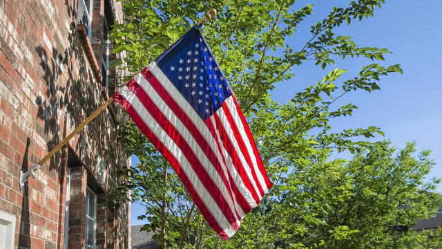 1280x720_american_flag_house