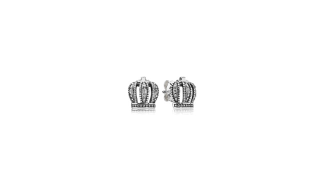 These royal crown earrings would make a sweet push present. (Pandora)