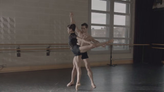 anglo_2000x1025_balletdancers