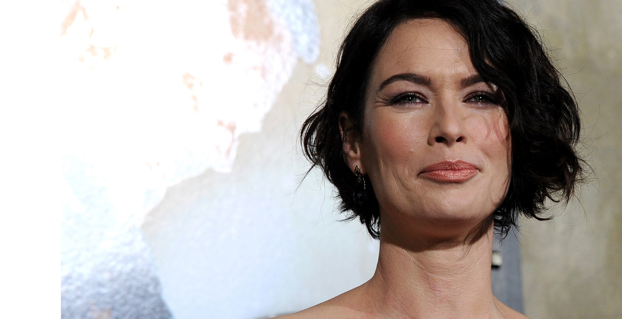 The 43-year old daughter of father John Headey and mother Sue Headey, 166 cm tall Lena Headey in 2017 photo