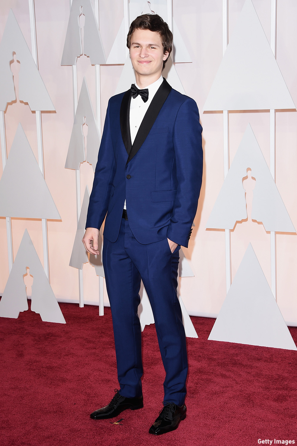 Elgort was charming in the blue jacket and black collar combo. (Photo: Getty Images)