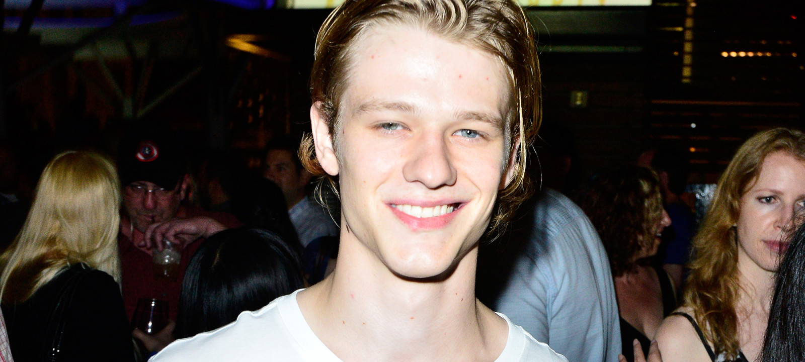 anglo_2000x1125_lucastill_macgyver