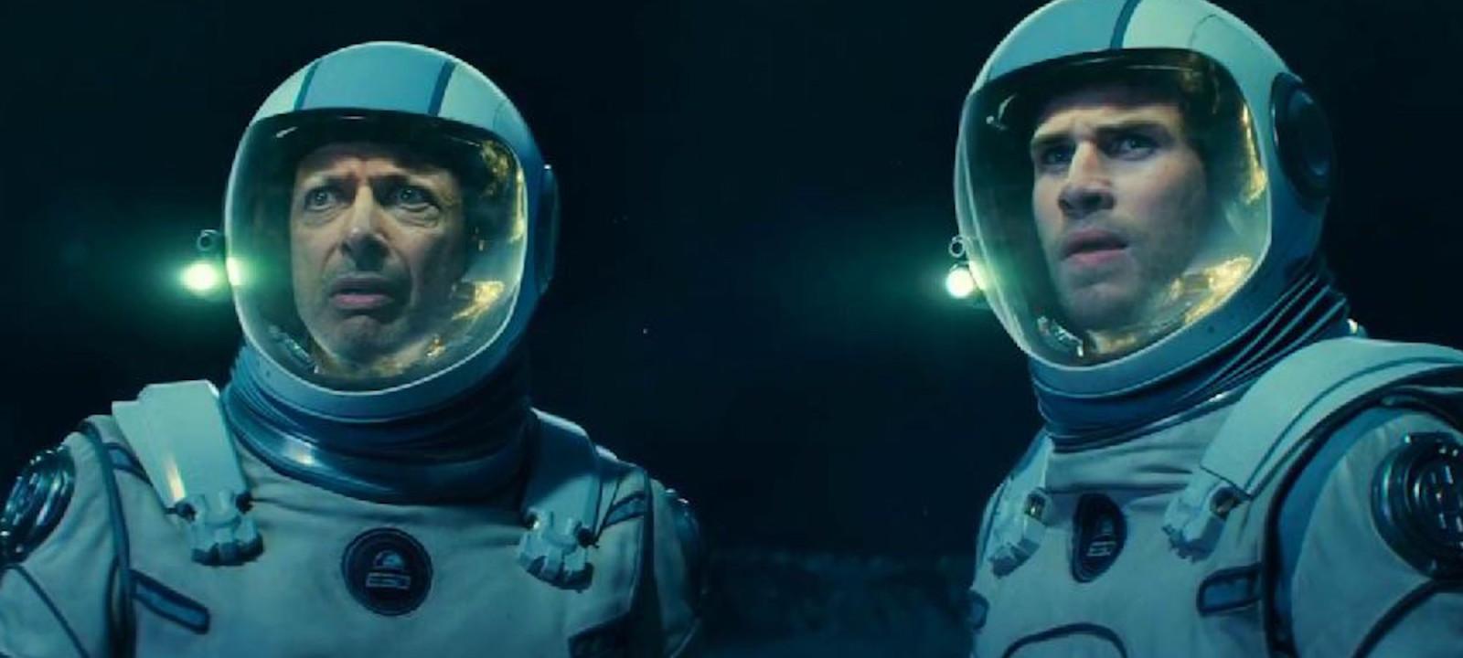 Jeff Goldblum and Liam Hemsworth in 'Independence Day: Resurgence'
