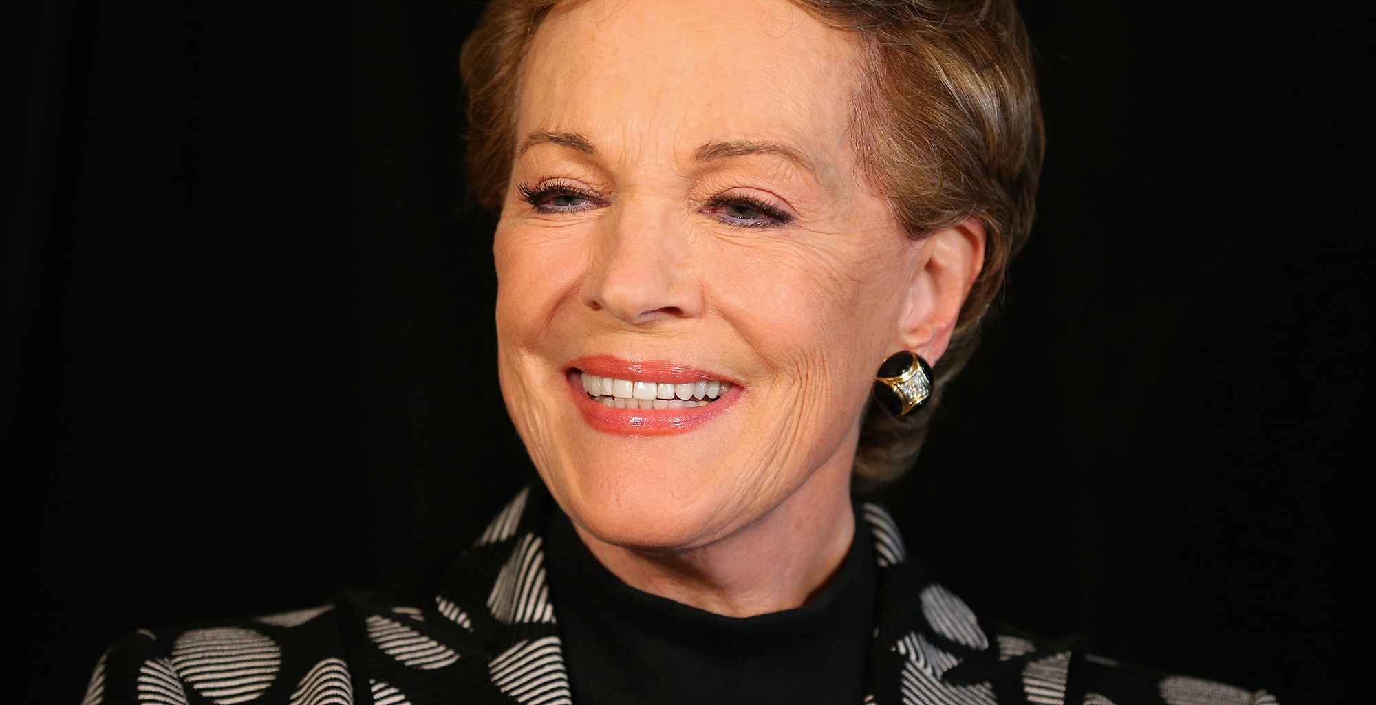 Julie Andrews Reacts to Emily Blunt as Mary Poppins | Anglophenia ...: www.bbcamerica.com/anglophenia/2016/08/julie-andrews-reacts-to...