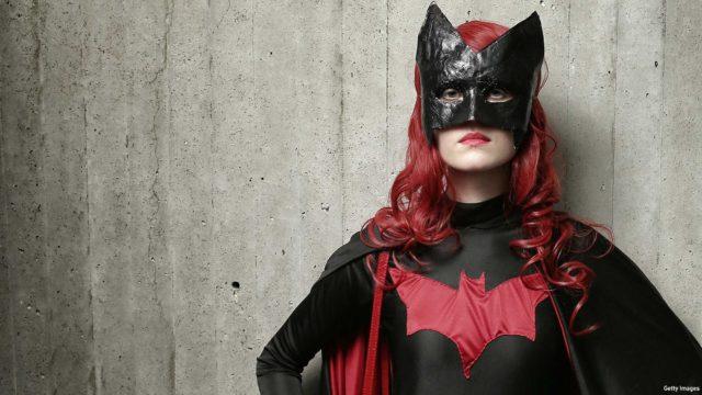 anglo_2000x1125_batgirl_nycc