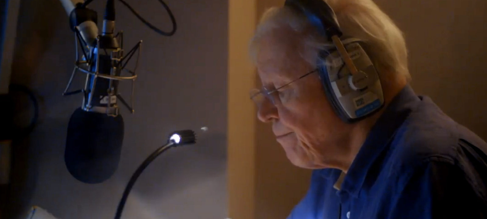 anglo_2000x1125_davidattenborough_narrating