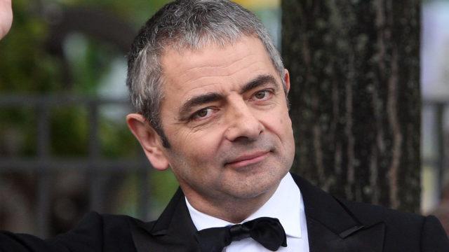 "Rowan Atkinson Performs Jetski Stunt For ""Johnny English – Reborn"" Premiere"