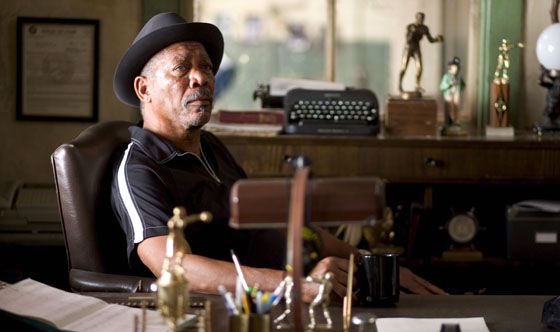 Clint Eastwood Insists Morgan Freeman Sets <I>Million Dollar Baby</i> in Motion