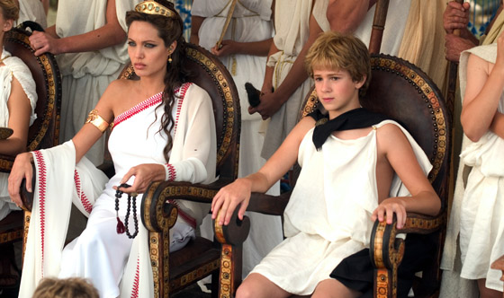 Angelina Jolie on Her Maternal Instincts in <I>Alexander</i>