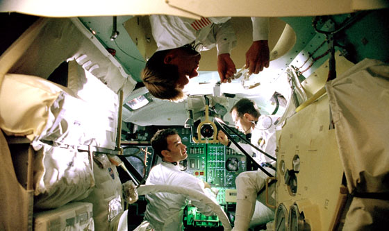 While Preparing for Zero Gravity, the Actors of <I>Apollo 13</i> Lost Their Lunch