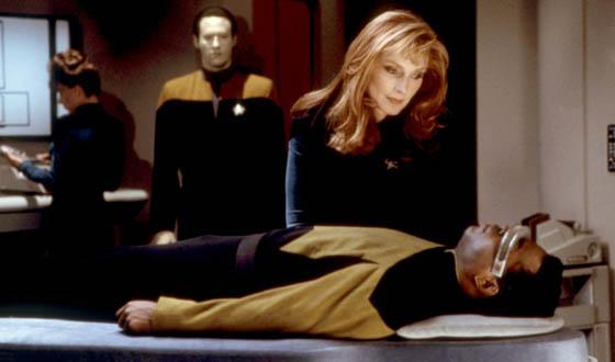 Artificial Retinas Set Their Sights on <em>Star Trek</em>&#8216;s VISOR