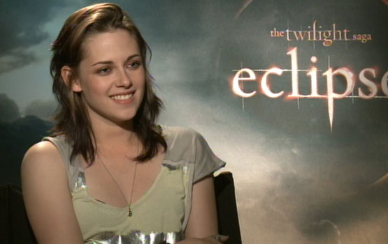 Video – Kristen Stewart and the Eclipse Cast Discuss Baby Names, Cullens, and the U.K. Band Muse
