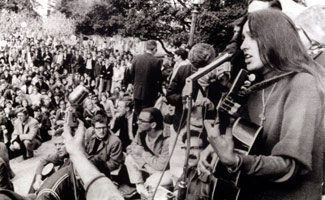 joan-baez-berkeley-sit-in-325.jpg