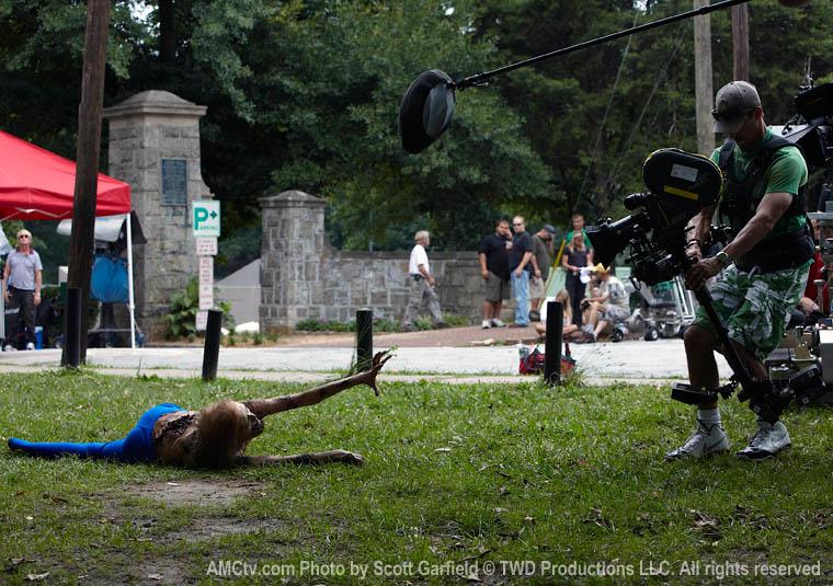 The Walking Dead Season 1 Behind the Scenes Photos 4 - The Walking Dead Season 1 Behind the Scenes Photos