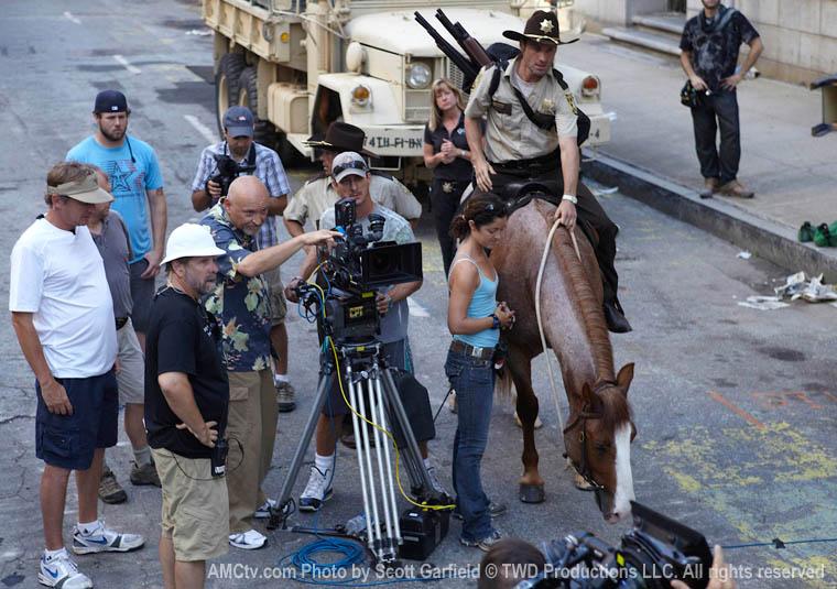 The Walking Dead Season 1 Behind the Scenes Photos 13 - The Walking Dead Season 1 Behind the Scenes Photos