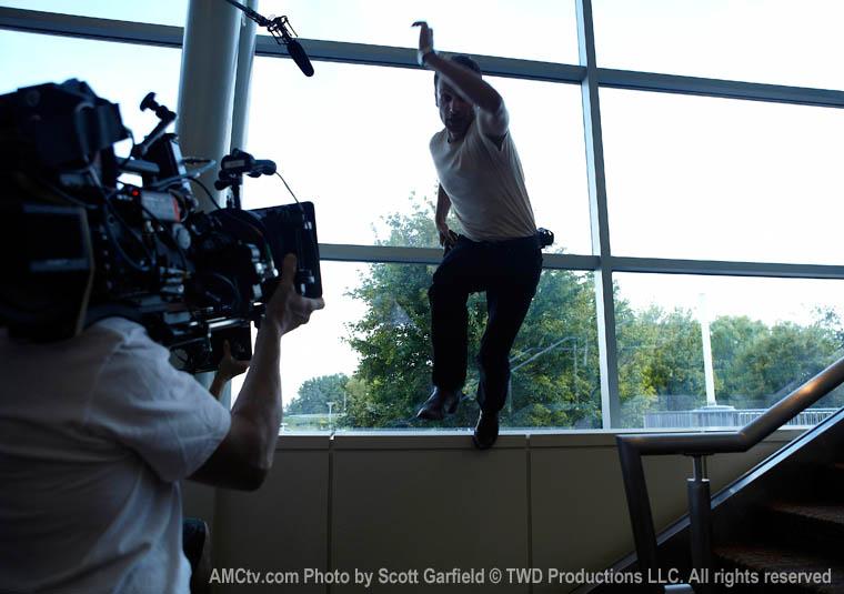 The Walking Dead Season 1 Behind the Scenes Photos 40 - The Walking Dead Season 1 Behind the Scenes Photos