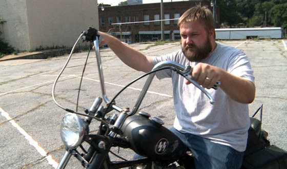 Video &#8211; Robert Kirkman Tours <em>The Walking Dead</em>&#8216;s Season 2 Set