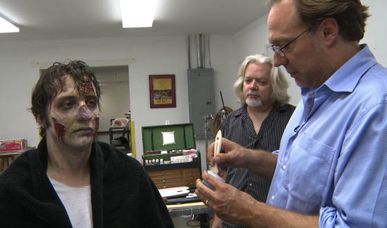 Video – Easy-to-Follow Instructions on How to Look Like a Zombie for Halloween