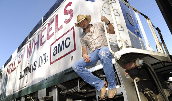 Photos &#8211; <em>Hell on Wheels</em> Train to the CMAs Sweepstakes With Jason Aldean