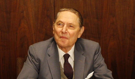 Q&A – John Cullum (Lee Garner Sr. of Lucky Strike)