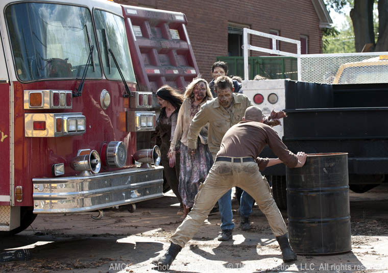 The Walking Dead Season 2 Episode Photos 101 - The Walking Dead Season 2 Episode Photos