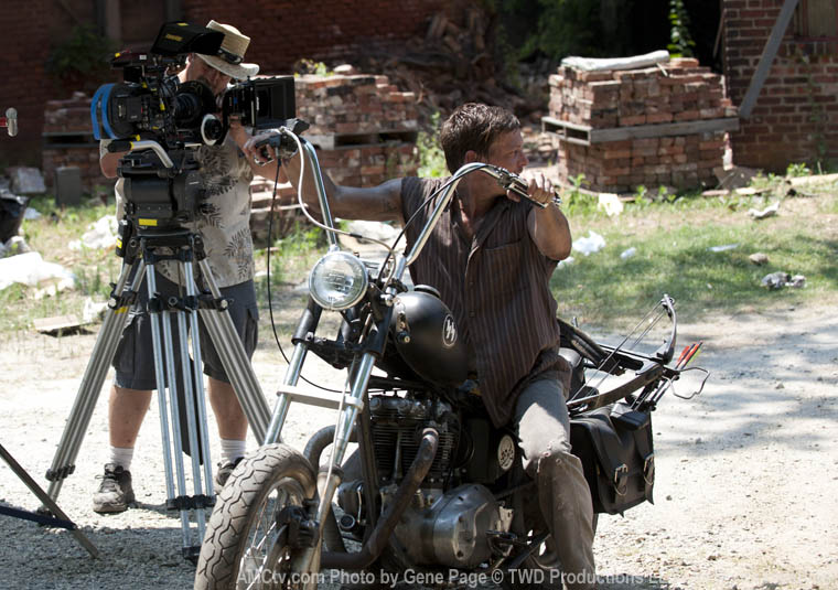 The Walking Dead Season 2 Behind the Scenes Photos 2 - The Walking Dead Season 2 Behind the Scenes Photos