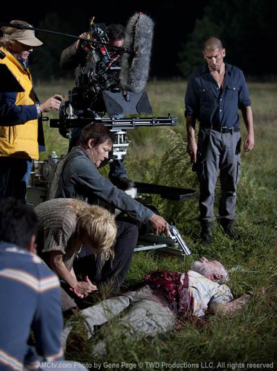 The Walking Dead Season 2 Behind the Scenes Photos 18 - The Walking Dead Season 2 Behind the Scenes Photos