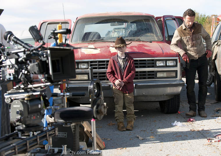 The Walking Dead Season 2 Behind the Scenes Photos 20 - The Walking Dead Season 2 Behind the Scenes Photos