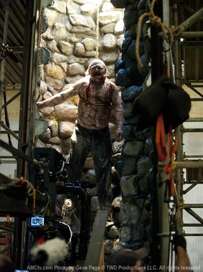The Walking Dead Season 2 Behind the Scenes Photos 9 - The Walking Dead Season 2 Behind the Scenes Photos