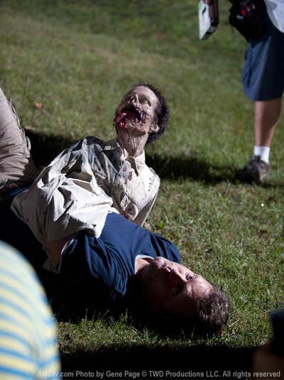The Walking Dead Season 2 Behind the Scenes Photos 16 - The Walking Dead Season 2 Behind the Scenes Photos