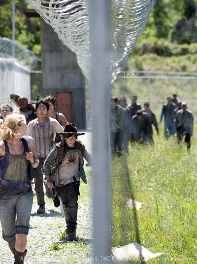 Beth Greene (Emily Kinney), Carol Peletier (Melissa McBride), T-Dog (IronE Singleton), Glenn Rhee (Steven Yeun), Maggie Greene (Lauren Cohan) and Carl Grimes (Chandler Riggs) in Episode 1 of The Walking Dead